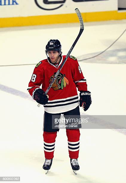 Patrick Kane of the Chicago Blackhawks salutes the crowd after continuing his franchise record 23 game points streak and his 600 career point against...