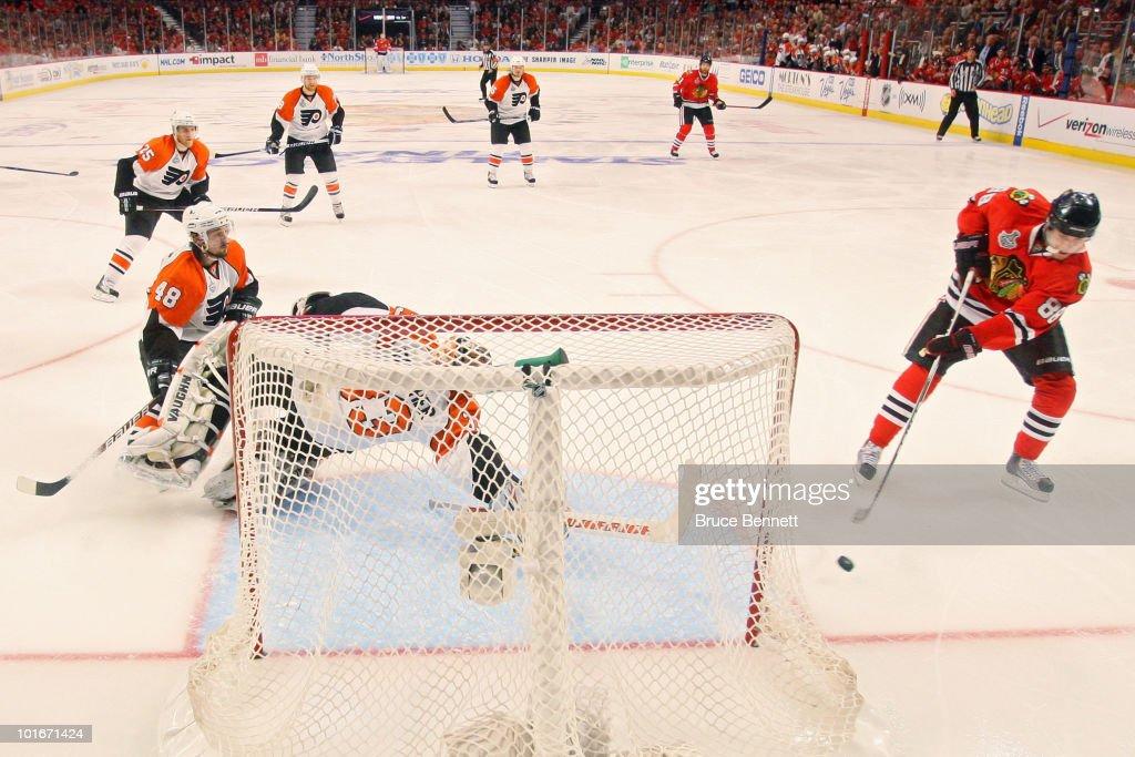 Stanley Cup Finals - Philadelphia Flyers v Chicago Blackhawks - Game Five : News Photo