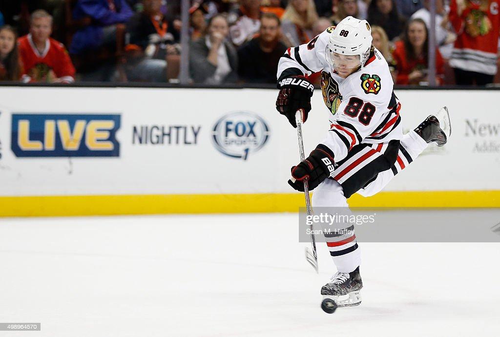 Chicago Blackhawks v Anaheim Ducks : News Photo