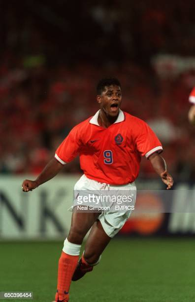Patrick Kluivert of Holland celebrates