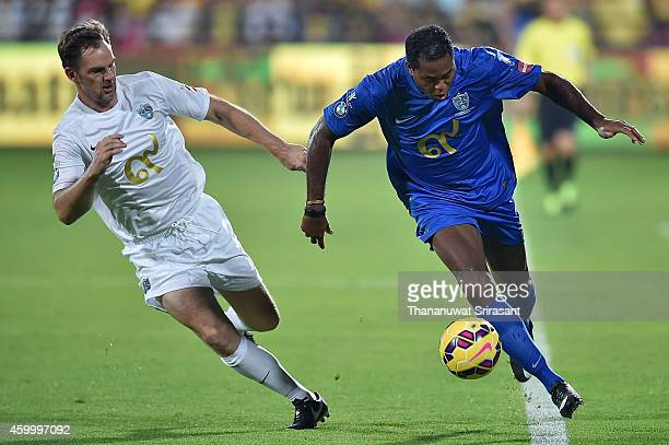 Patrick Kluivert of Team Cannavaro runs with the ball against Ronald de Boer of Team Figo during the Global Legends Series match at the SCG Stadium...