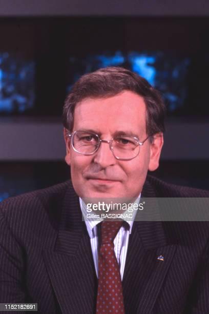 Patrick Le Lay sur le plateau du journal de 20H de TF1 à Paris le 11 octobre 1988 France