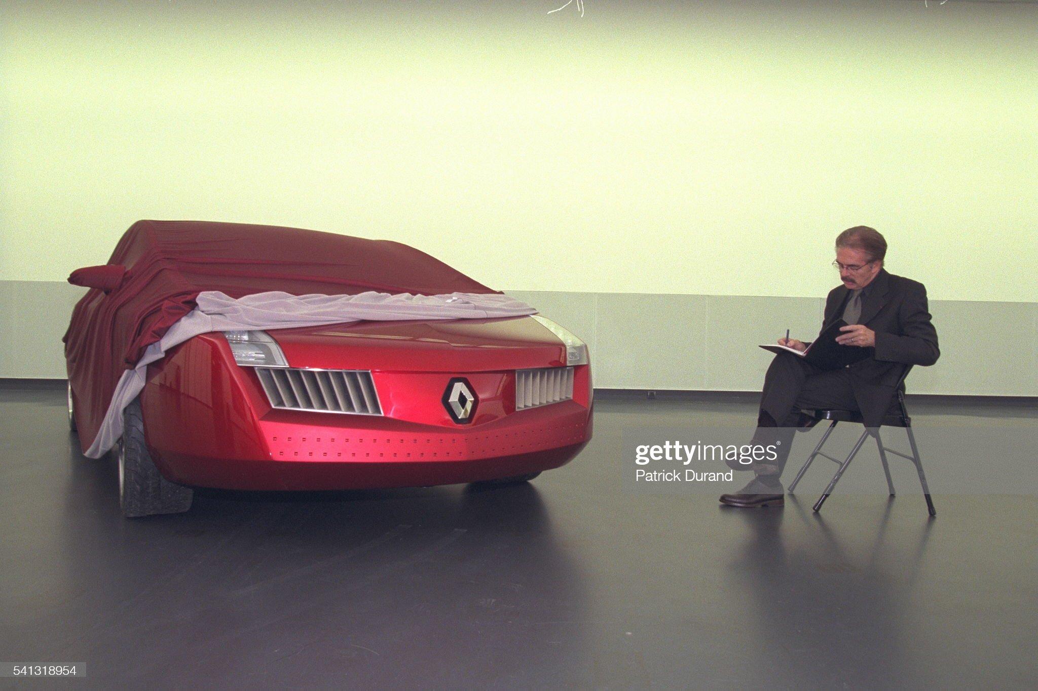 [Présentation] Le design par Renault - Page 22 Patrick-le-quement-posing-beside-the-vel-satis-presented-at-the-world-picture-id541318954?s=2048x2048