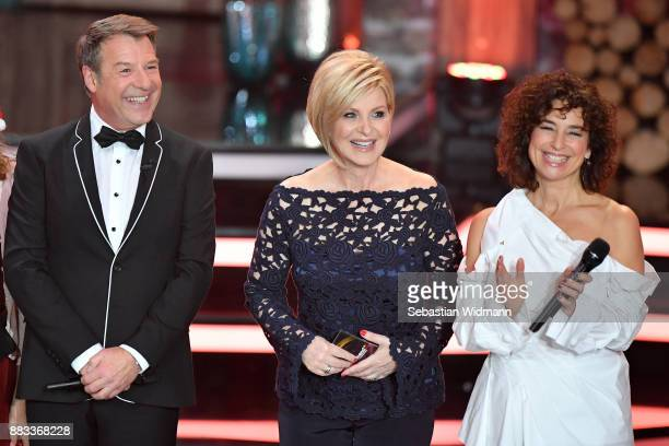 Patrick Lindner Carmen Nebel and Isabel Varell smile during the tv show 'Heiligabend mit Carmen Nebel' on November 29 2017 in Munich Germany The show...