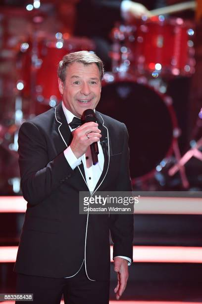 Patrick Lindner sings during the tv show 'Heiligabend mit Carmen Nebel' on November 29 2017 in Munich Germany The show will be aired on December 24...