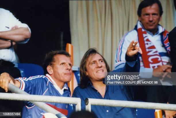 Patrick Poivre d'Arvor et Gérard Depardieu dans les tribunes lors de la finale 12 juillet 1998 Saint Denis France