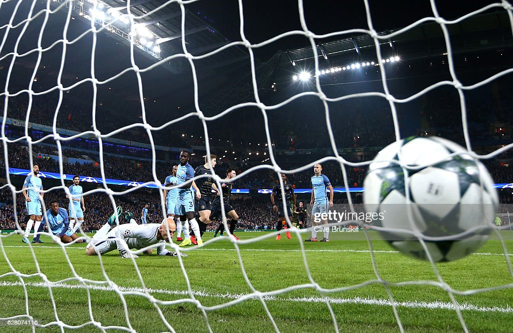 Patrick Roberts of Celtic (C) scores his sides first goal past Willy Cabellero of Manchester City (L) during the UEFA Champions League Group C match between Manchester City FC and Celtic FC at Etihad Stadium on December 6, 2016 in Manchester, England.