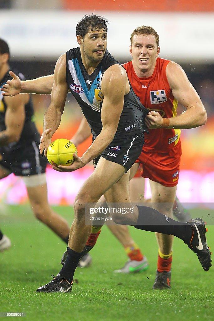 AFL Rd 22 -  Gold Coast v Port Adelaide : News Photo