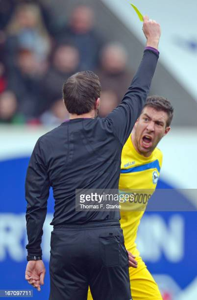 Patrick Schoenfeld of Bielefeld shouts at referee Benjamin Brand during the Third League match between 1 FC Heidenheim and Arminia Bielefeld at...
