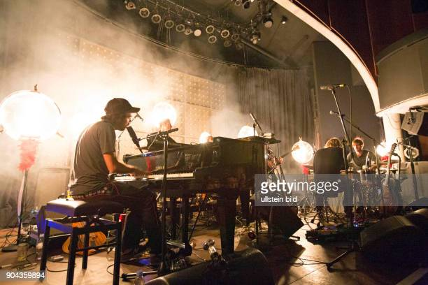 Patrick Watson der kanadische SingerSongwriter und Frontmann und Saenger der nach ihm benannten Band bei einem Konzert im Hamburger Mojo Club Photo...