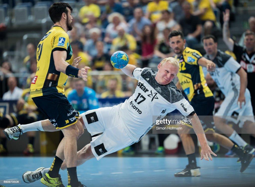 Patrick Wiencek of Kiel tries to score against Gedeon Guardiola Villaplana of Rhein-Neckar Loewen (L) during the DKB HBL match between Rhein-Neckar Loewen and THW Kiel at SAP Arena on May 31, 2017 in Mannheim, Germany.