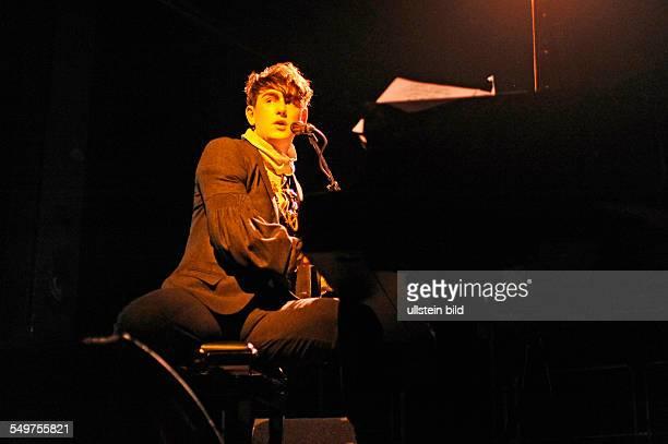 Patrick Wolf der britische Saenger Komponist und Multiinstrumentalist auf Kampnagel K2 in Hamburg