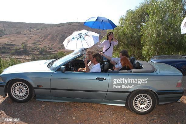 Patrik Fichte Carin C Tietze dahinter Petra Berndt Hendrik Duryn ZDFReihe 'Kreuzfahrt ins Glück' Folge Nr 9 'Marokko' bei Tahanoute Marokko...