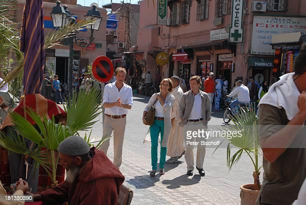 Patrik Fichte Carin C Tietze Hendrik Duryn ZDFReihe 'Kreuzfahrt ins Glück' Folge Nr 9 'Marokko' Markt Rahba Kedima Marrakesch Marokko Nordafrika...