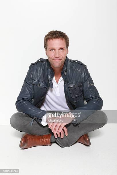 Patrik Fichte der deutsche Schauspieler und Synchronsprecher beim Fototermin zum Start der 10 Staffel der ARDTelenovela Rote Rosen in Hamburg