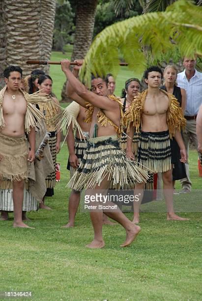 Patrik Fichte EvaMaria Grein Maori Dreharbeiten zur ZDFReihe Kreuzfahrt ins Glück Folge 2 Hochzeitsreise nach Neuseeland Paihia / Bay of Islands...