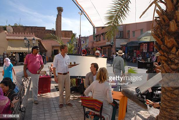 Patrik Fichte Hendrik Duryn Carin C Tietze ZDFReihe 'Kreuzfahrt ins Glück' Folge Nr 9 'Marokko' Markt Rahba Kedima Marrakesch Marokko Nordafrika...