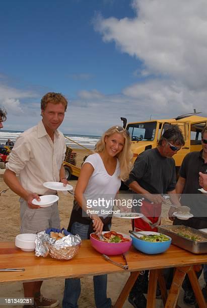 Patrik Fichte und EvaMaria Grein Mittagessen am Rande der Dreharbeiten zur ZDFReihe Kreuzfahrt ins Glück Folge 2 Hochzeitsreise nach Neuseeland...