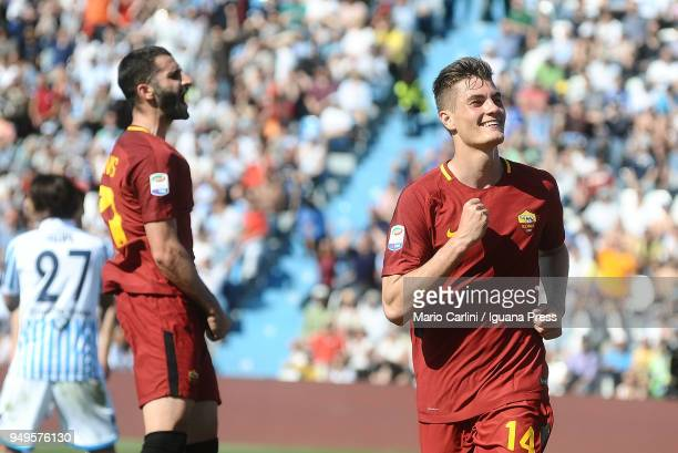 Patrik Schick of AS Roma celebrates after scoring his team's third goal during the serie A match between Spal and AS Roma at Stadio Paolo Mazza on...