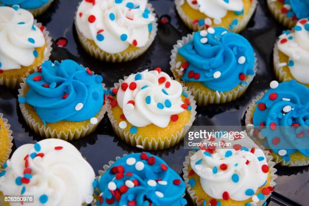 patriotic cupcakes - labor day stock pictures, royalty-free photos & images