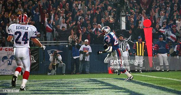 Patriots Curtis Martin was all alone as he scored the first TD of the game on a short pass from Drew Bledsoe