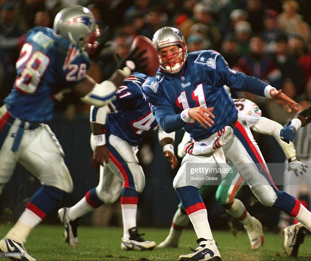 patriots-qb-drew-bledsoe-pitches-out-to-