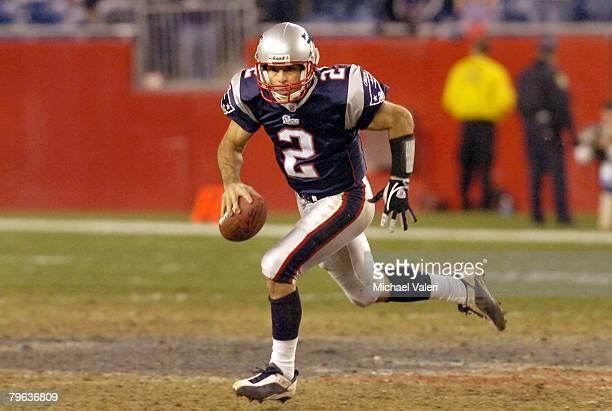 patriots-quarterback-doug-flutie-rolls-t