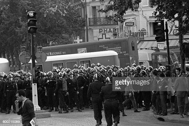 Patrol of CRS in Paris in May paralyzed by the strikes.