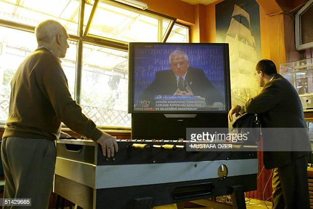 Patrons at an Istanbul cafe watch television coverage 06 October 2004 of a Brussels official making public a European Commission report recommending...