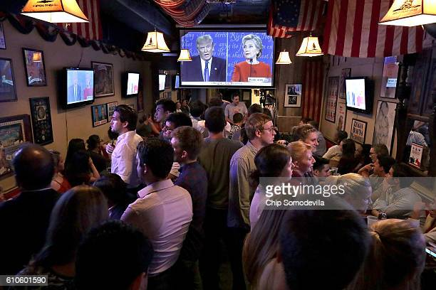 Patrons fill the Capitol Lounge two blocks from the US Captiol to watch the first presidential debate between Republican candidate Donald Trump and...