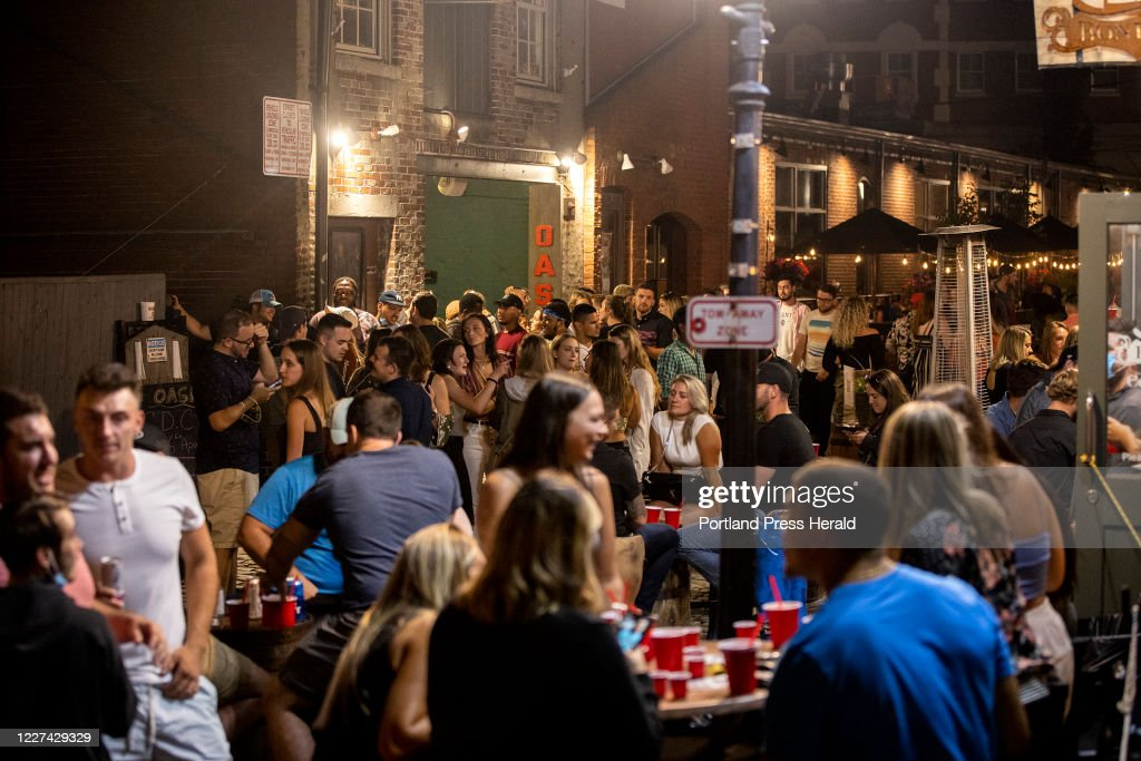 Old Port Crowds : News Photo