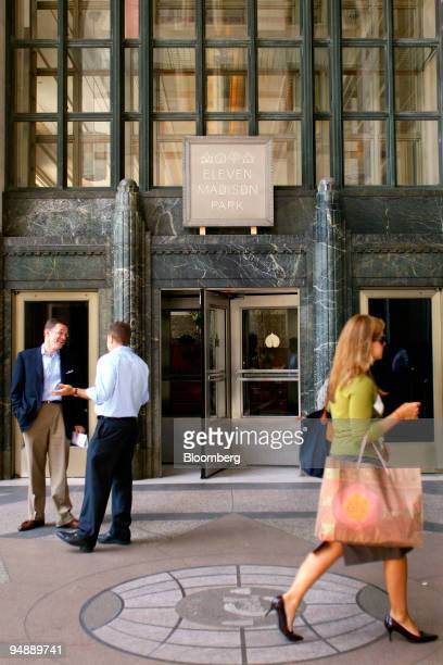 Patrons speak outside after having lunch at Eleven Madison Park a restaurant located at 11 Madison Avenue in New York US on Friday May 30 2008 Danny...