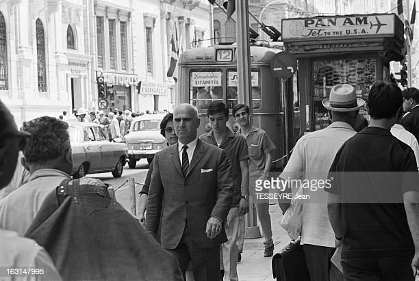 Pattakos Greek Minister Of The Interior En Grèce en juin 1967 Stylianos PATTAKOS ministre grec de l'Intérieur marchant dans la rue au centre d'Athènes