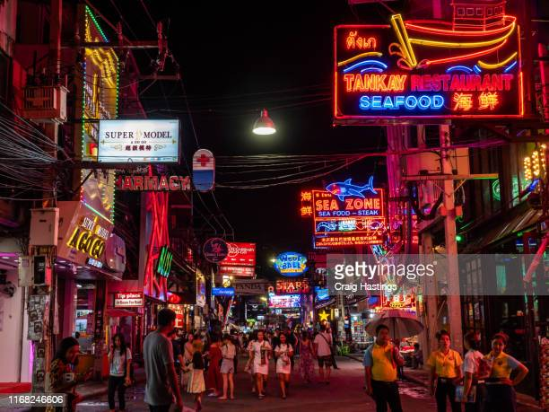 pattaya walking street is a main tourist attraction for the city with its array of illuminating neon bar and gogo signs attracting curious tourists to this famous street - gogo danseuse photos et images de collection