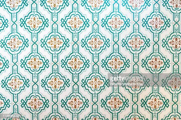 pattern of a vintage wallpaper seen in canada - papel de parede imagens e fotografias de stock