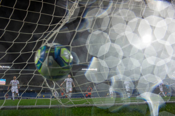 MHSC -EQUIPE DE MONTPELLIER -LIGUE1- 2019-2020 - Page 3 Pattern-of-rain-drops-on-the-lens-as-the-ball-hits-the-back-of-the-picture-id1191127246?k=6&m=1191127246&s=612x612&w=0&h=aFGoajQWEWTktaebDl1Yc8ftW8XKuwy5ZhgT4oYjO1A=
