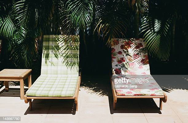 patterned chairs by pool - lounge chair stock pictures, royalty-free photos & images