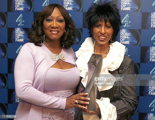 Patti LaBelle and Nona Hendryx with posthumous award for UK Music Hall of Fame inductee Dusty Springfield