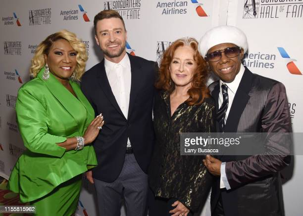 Patti LaBelle Justin Timberlake Bonnie Raitt and Nile Rodgers pose backstage during the Songwriters Hall Of Fame 50th Annual Induction And Awards...