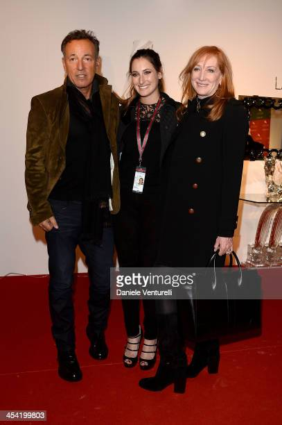 Patti Scialfa Jessica Springsteen and Bruce Springsteen attend day 3 of the Gucci Paris Masters 2013 at Paris Nord Villepinte on December 7 2013 in...