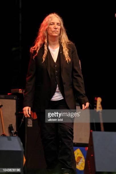Patti Smith Patti Lee Smith die amerikanische Punk und Rockmusikerin SingerSongwriterin Fotografin Malerin und Lyrikerin sowie Godmother of Punk bei...
