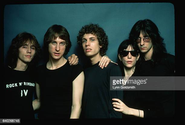 Patti Smith poses with band members Jay Daugherty Lenny Kaye Richard Sohl and Ivan Kral