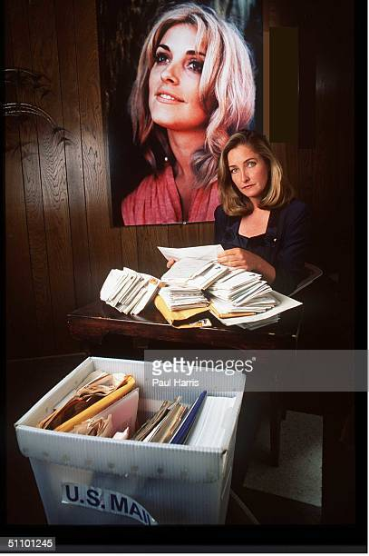 Patty Tate Sister Of Slain Actress Sharon Tate Opens Mail From Her Family Appeal To Keep Manson And His Followers In Prison