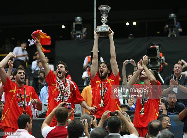 Pau Gasol and Spanish players celebrate after defeating Greece in the 2006 FIBA World Championship Final Round on September 3 2006 at the Saitama...