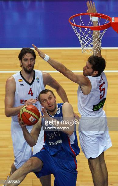 Pau Gasol and Rudy Fernandez of Spain defend against Dusko Savanovic of Serbia during the EuroBasket 2011 second round group E match between Spain...