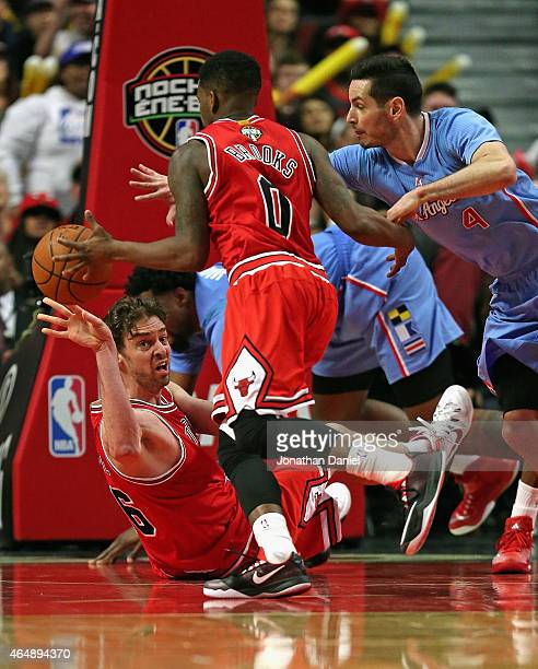 Pau Gasol of the Chicago Bulls passes the ball to Aaron Brooks from the floor as JJ Redick of the Los Angeles Clippers pressures at the United Center...