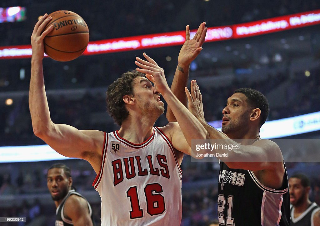 Pau Gasol #16 of the Chicago Bulls shoots agaist Tim Duncan #21 of the San Antonio Spurs at the United Center on November 30, 2015 in Chicago, Illinois. Note to User: User expressly acknowledges and agrees that, by downloading and or using the photograph, User is consenting to the terms and conditions of the Getty Images License Agreement.