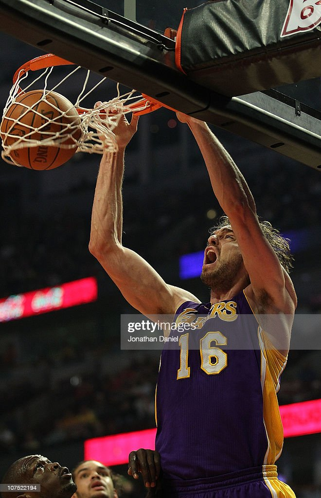 Pau Gasol #16 of the Los Angeles Lakers dunks the ball against the Chicago Bulls at the United Center on December 10, 2010 in Chicago, Illinois.