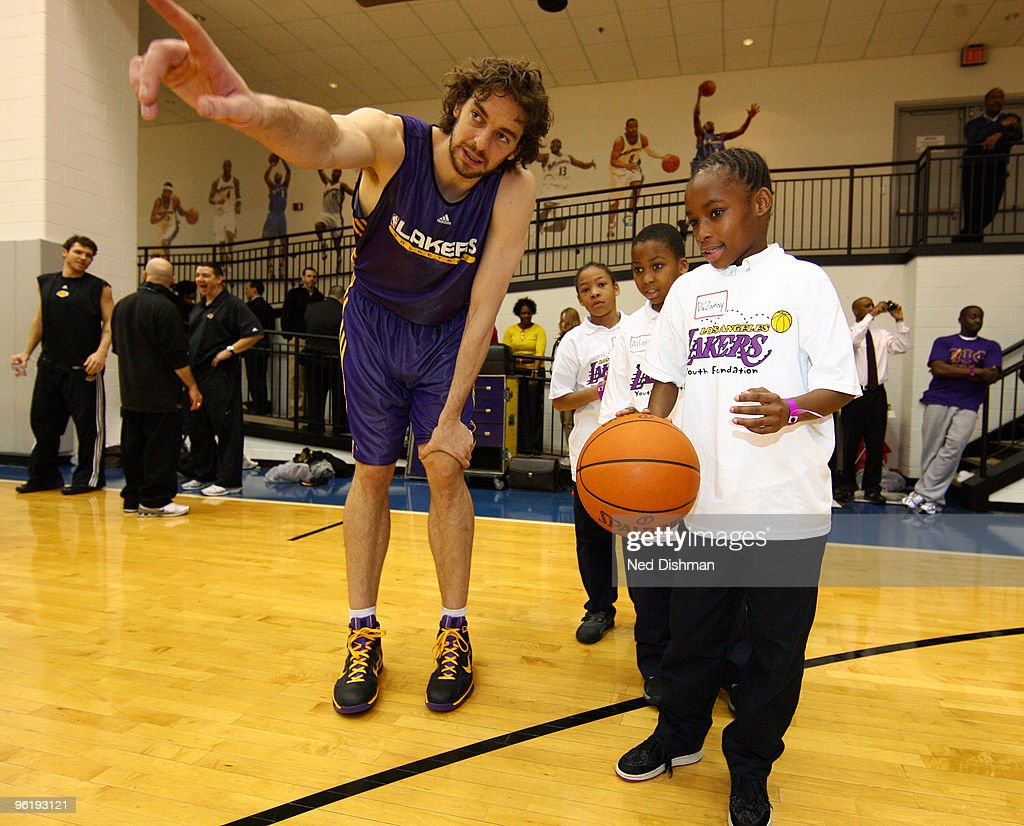 Pau Gasol #16 of the Los Angeles Lakers instructs a student during a fitness and basketball clinic with students from Stanton Elementary School at the Verizon Center on January 25, 2010 in Washington, DC.