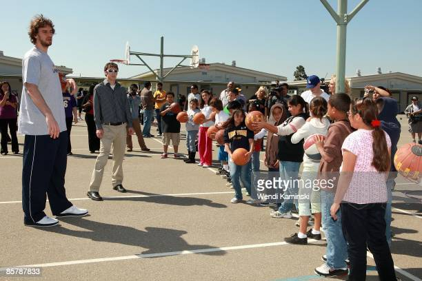 Pau Gasol of the Los Angeles Lakers talks to students during Anthem Blue Cross's Fit for Life nutrition campaign on March 16 2009 at Mark Twain...